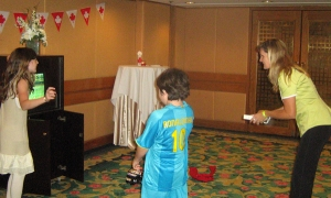 Ashley Holzer takes a wii break with her kids (I'm pretty sure Harry beat her at tennis)